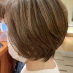 """<span class=""""title"""">白髪染めでもグレイヘアでもない、今人気の白髪を活かしたハイライト!!</span>"""